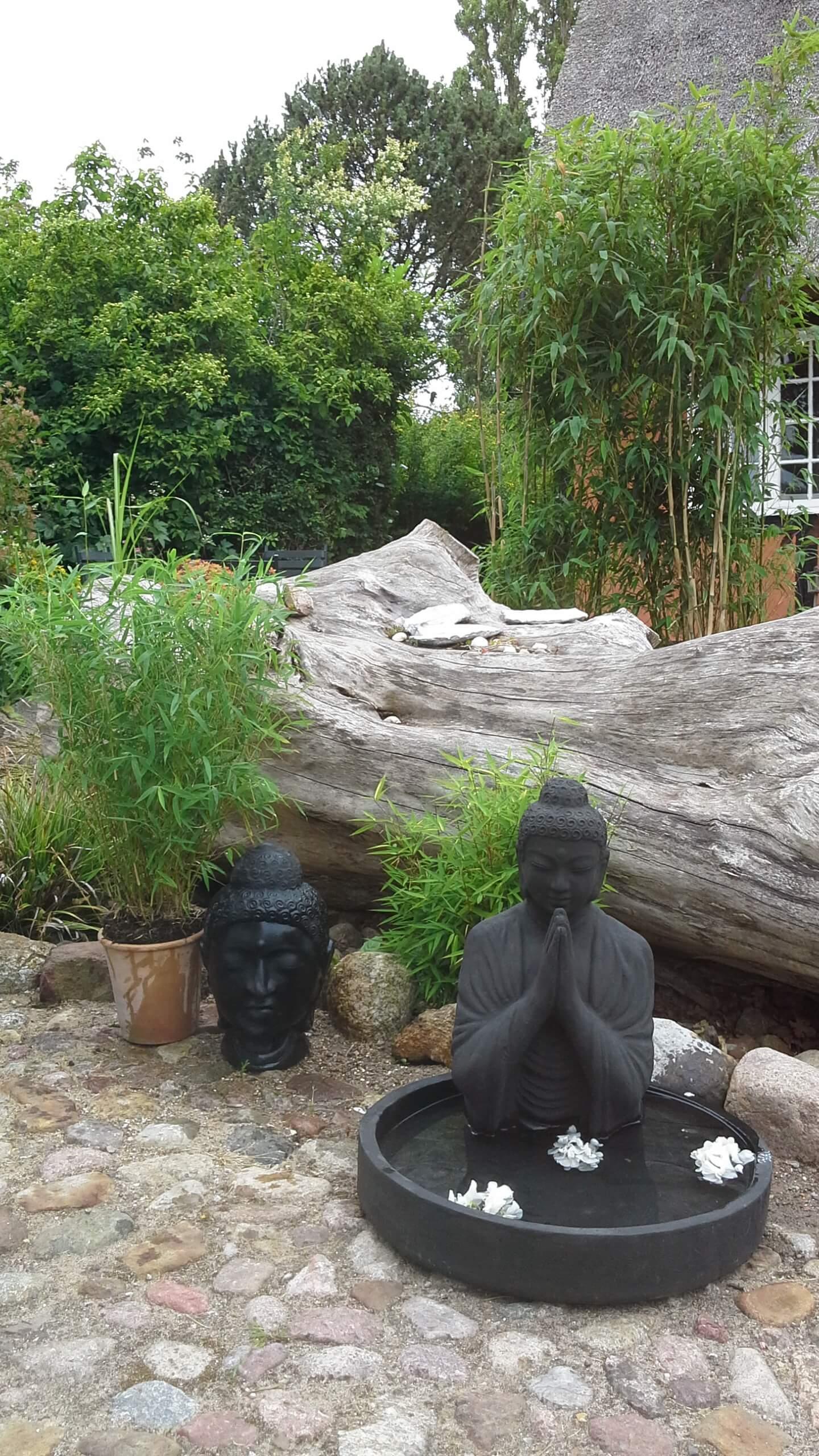 Bambus planter med Buddha figurer